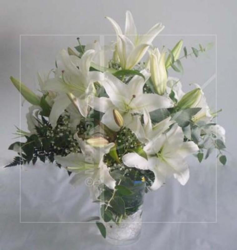 Jarrón de Lilium oriental de color blanco